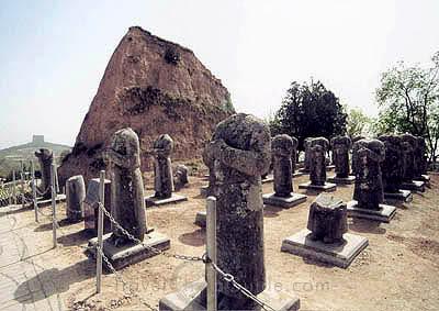 تصویر-مجسمه-های-بی-سر-در-آرامگاه-گازنگُ-امپراتور-چین-در-شیانلینگ