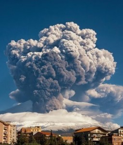 Incredible-Photo-of-Mount-Etna-Sicily-Italy-Erupting-a-Few-Days-Ago